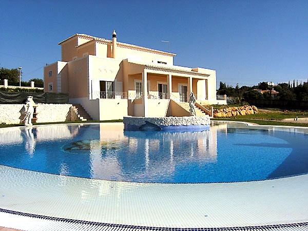 Location villa piscine carvoeiro 8 personnes algr mario for Location villa piscine portugal