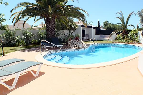 Location villa piscine carvoeiro 8 personnes algr theo for Location villa piscine portugal