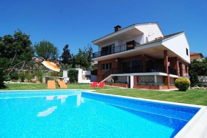 Location villa piscine barcelone 9 personnes cv masn for Location villa piscine