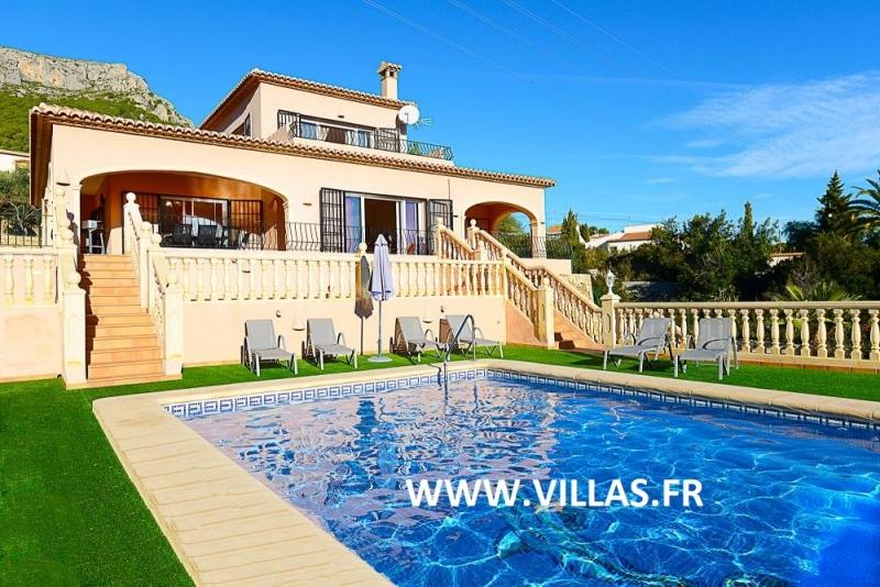 Maison piscine espagne costa with maison piscine espagne for Deco piscine espagne