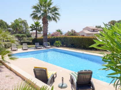 Location villa  piscine 709FRA-017 4