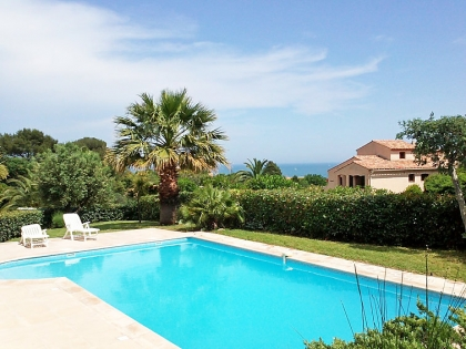 Location villa  piscine 709FRA-017 3
