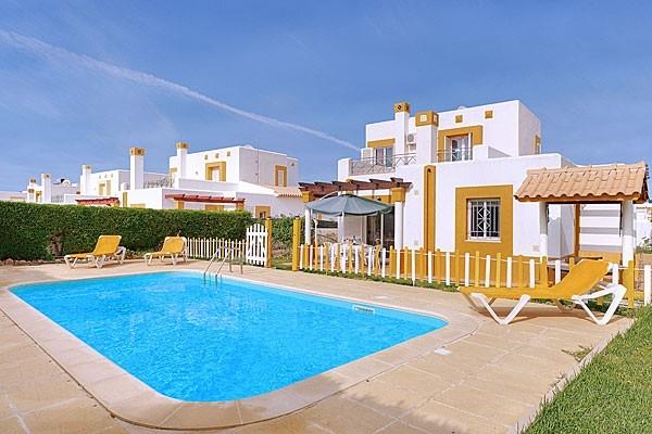 Location villa piscine albufeira 6 personnes hva 41 for Location villa piscine portugal