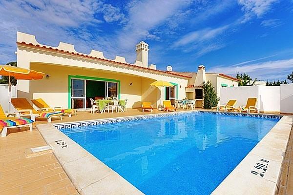 Location villa piscine albufeira 8 personnes hva 64 for Location villa piscine portugal