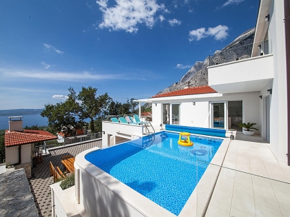 Location villa  piscine 709CRO-010 1