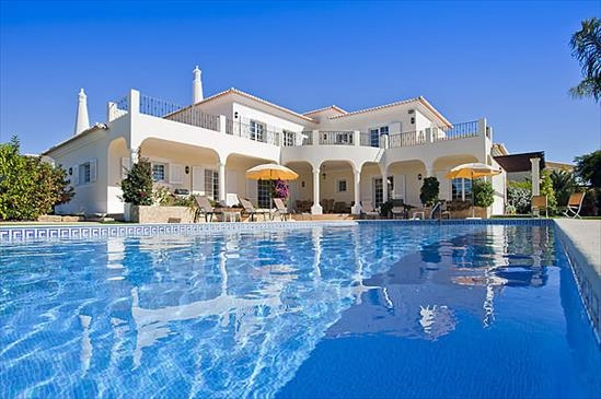 Location villa piscine carvoeiro 8 personnes algr miramar for Location villa piscine portugal