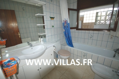 Location villa  piscine GX DORA 23