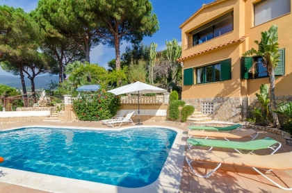 Location villa  piscine CV MORA 5