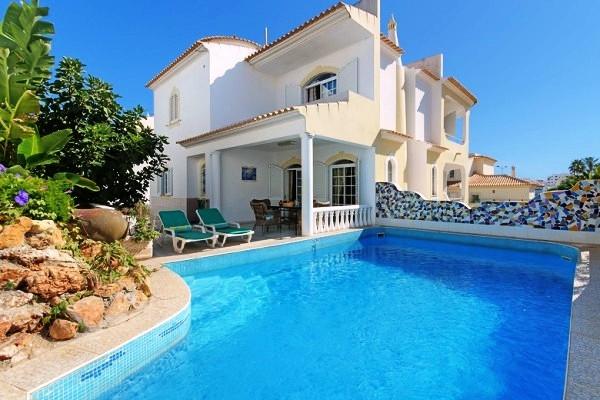 Location villa piscine albufeira 8 personnes hva 32 for Location villa piscine portugal